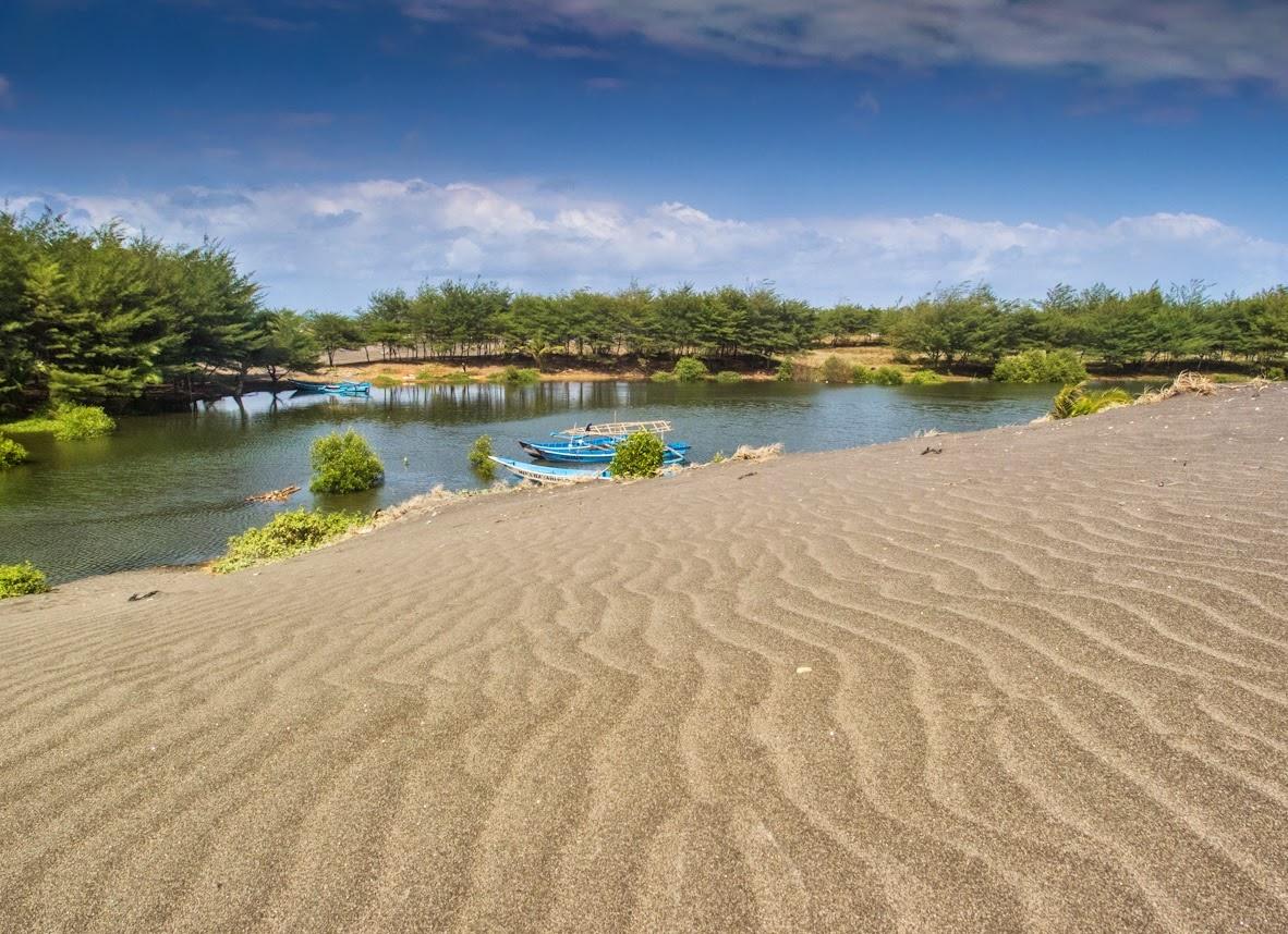Pantai Laguna Lembupurwo